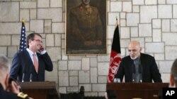 卡特(左)與阿富汗總統加尼(右)