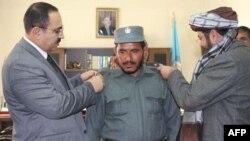 بهیر خان ویار در حال اخذ رتبه افتخاری