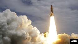 Phi thuyền con thoi Atlantis được phóng đi lên Trạm Không Gian Quốc Tế, 8/7/2011