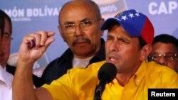Ông Henrique Capriles, lãnh đạo đảng đối lập nói chuyện tại một cuộc họp báo 15/4/13
