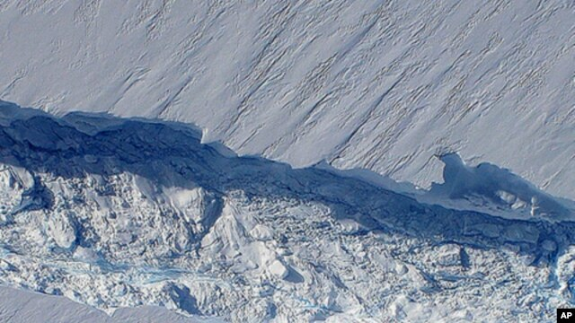 A massive crack running about 29 kilometers across Pine Island glacier's floating tongue, taken during flight over region late October 2011.