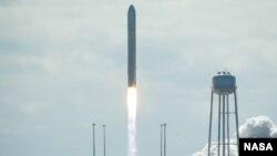 Tên lửa Antares đem theo phi thuyền Cygnus đã được phóng vào quỹ đạo từ địa điểm phóng Wallops của NASA ở Virginia. (Ảnh: NASA)