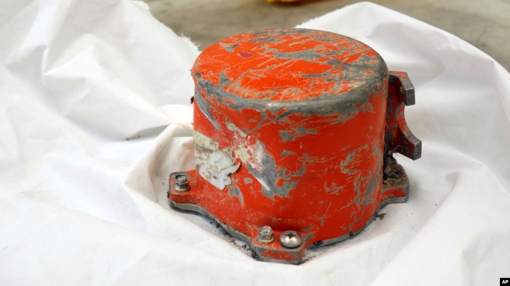 Tấm ảnh do cơ quan điều tra tai nạn trên không của Pháp BEA đưa ra hôm 16/3 cho thấy thiết bị ghi âm giọng nói trong buồng lái của máy bay gặp tai nạn của Ethiopian Airlines. Các nhà điều tra đang tìm kiếm bí mật vụ tai nạn từ chiếc hộp đen này.