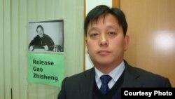 Luật sư Lưu Vệ Quốc cho biết ông sẽ tiếp tục thúc ép cảnh sát để được gặp thân chủ của ông, ông Hứa Chí Vĩnh, cho tới khi họ phải cho ông gặp