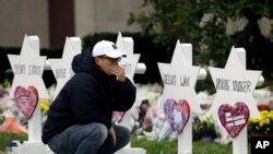 """После стрельбы в синагоге """"Древо жизни"""" в Питтсбурге установили временный мемориал в виде звезд Давида в память о погибших"""