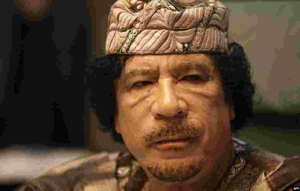 Каддафи на заключительном заседании саммита Лиги арабских государств в Сирте 28 марта 2010 года. Арабские лидеры провели встречу за закрытыми дверями, чтобы обсудить стратегию объединенных усилий против поселенческой политики Израиля