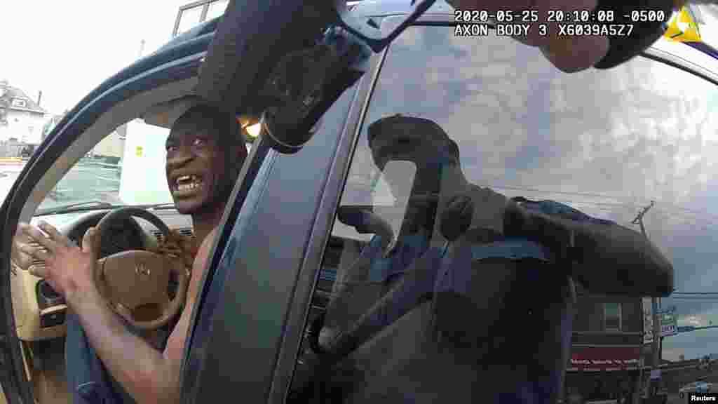 مئی میں امریکی سیاہ فام شخص جارج فلائیڈ کی منی ایپلس میں پولیس کے ہاتھوں ہلاکت کے خلاف بلیک لائیوز میٹر کی تحریک نے زور پکڑا ۔ جب کہ امریکہ بھر میں ہنگامے اور احتجاج ہوئے۔