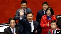 民进党立委苏嘉全当选民进党人的首任立法院正院长(2016年2月1日)