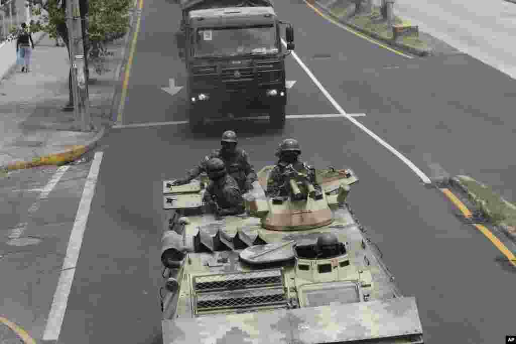 با ادامه اعتراضات در اکوادور، واقع در آمریکای جنوبی، نظامیان محدودیت آمد و شد در برخی از شهرهای این کشور اعلام کردند.اعتراضات پنجشنبه گذشته و در واکنش به کاهش یارانه سوخت آغاز شد.