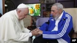 Fidel Castro, que gobernó Cuba durante cerca de 50 años, recibió en la isla al papa Francisco en septiembre de 2015.