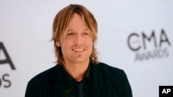 Keith Urban arrives at the 47th annual CMA Awards at Bridgestone Arena in Nashville, Tennessee, Nov. 6, 2013.
