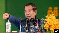 Thủ tướng Campuchia Hun Sen được cho là từng nhận bằng danh dự từ SCUPS.