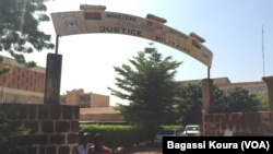 Le colonel Sangaré, le nouveau directeur de la justice militaire, en charge du dossier de l'assassinat de Thomas Sankara et du procès de leaders du putsch manqué. (VOA/Bagassi Koura)