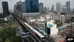 Kereta api di Bangkok, Thailand. Kunjungan ke Bangkok diperkirakan tumbuh 9,8 persen tahun ini.(Foto: Dok)
