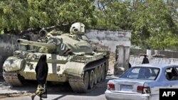 Xe tăng của lực lượng duy trì hòa bình thuộc Liên hiệp châu Phi trong thủ đô Mogadishu của Somalia