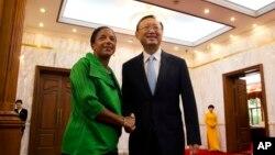 Сюзан Райс и Ян Цзечи. Пекин, КНР. 28 августа 2015 г.
