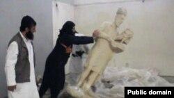 تخریب تندیسهای باستانی موزه موصل توسط داعش