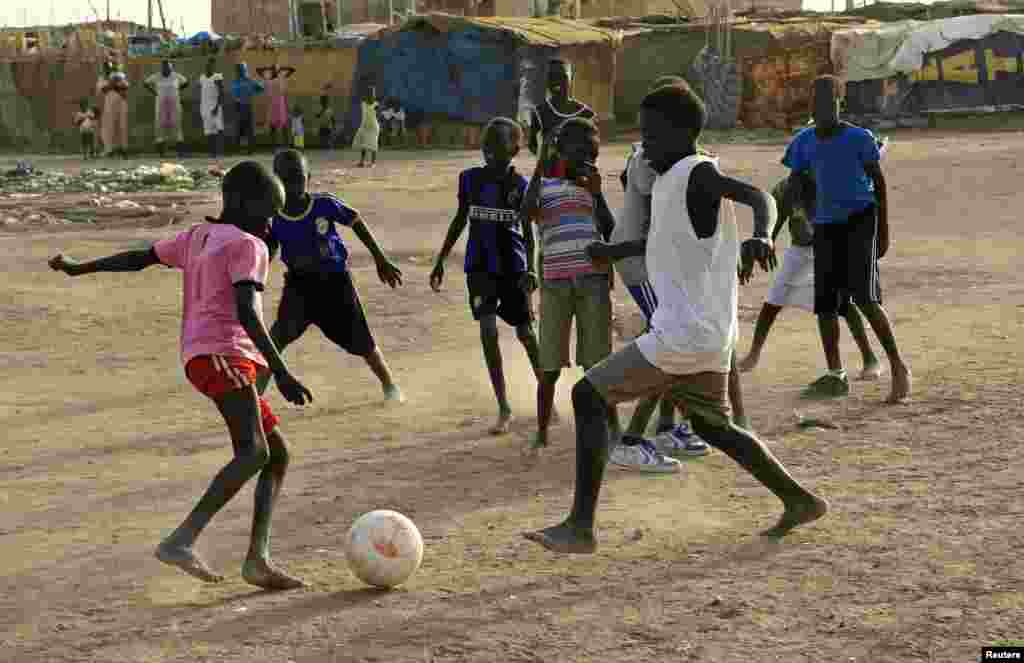اقوام متحدہ کا کہنا ہے کہ بے گھر بچوں کو بلا تعطل تعلیم کی فراہمی کے لیے کام کیا جا رہا ہے۔