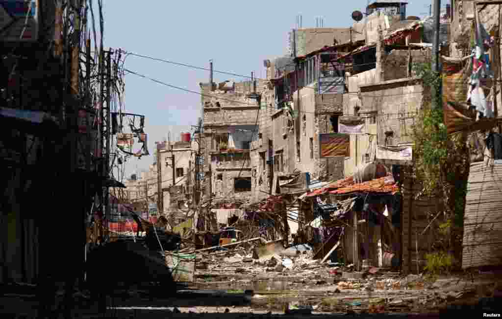Buildings that were damaged during clashes between forces loyal to Syria's President Bashar al-Assad and Free Syrian Army fighters, near the Sayeda Zainab area of Damascus, May 29, 2013.