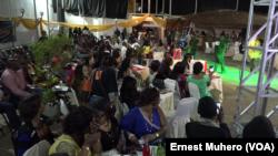 Le public lors de l'élection miss ronde à Bukavu, Sud-Kivu, RDC, 3 janvier 2016. (VOA/Ernest Muhero)