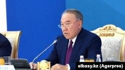 Qazaxıstanın keçmiş prezidenti Nursultan Nazarbayev paytaxt Nur-Sultanda beynəlxalq konfransda çıxış edir, 12 noyabr, 2019