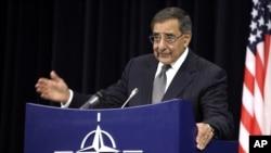 Menhan AS Leon Panetta berbicara di depan para menteri pertahanan NATO di Brussels, Belgia (10/10).
