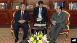 North Korea's Deputy Trade Minister Ri Myong San (L), talks with Deputy Prime Minister and Minister of Foreign Affairs Hor Namhong (R), during meeting at the Ministry of Foreign Affairs in Phnom Penh July 26, 2011.