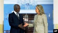 ລັດຖະມົນຕີການຕ່າງປະເທດສະຫະລັດ ທ່ານນາງ Hillary Clinton ພົບປະກັບທູດພິເສດອົງການ ສປຊ ແລະ ສັນນິບາດອາຣັບ ທ່ານ Kofi Annan (8 ມິຖຸນາ 2012)