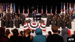 Američka muzička legenda Beri Menilou tokom sinoćnje generalne probe za večerašnji koncert u Vašingtonu