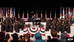 독립기념일 행사 하루 전 워싱턴 DC에서 예행연습 중인 유명 가수 베리 매닐로우.