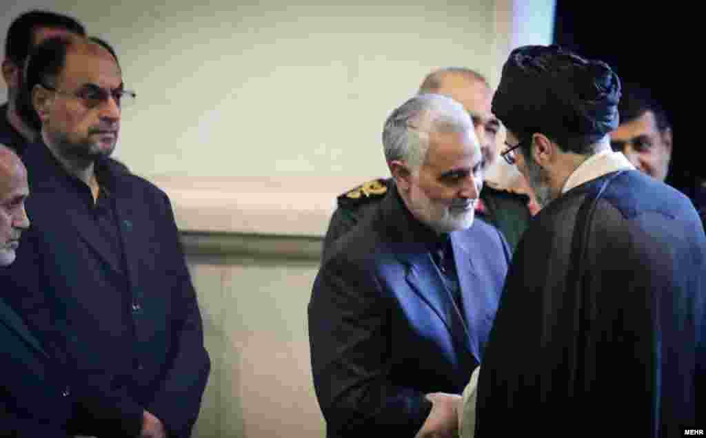 در حاشیه مراسم درگذشت پدر قاسم سلیمانی، فرزند رهبر جمهوری اسلامی و مقام های امنیتی بیت او نیز حضور دارند.