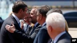 Serbian Prime Minister Aleksandar Vucic (L) welcomes Bosnian Muslim member of Bosnia's tripartite Presidency Bakir Izetbegovic during a welcoming ceremony in Belgrade, Serbia, July 22, 2015.