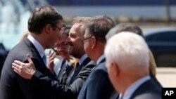 Srpski premijer dočekuje delegaciju iz BiH u Beogradu, 22. jul 2015.