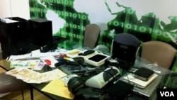 Los hackers dijeron en un mensaje colocado en internet que robaron miles de direcciones de correos electrónico e información de tarjetas de crédito.