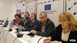 """Brifinga za novinare u EU info centru, """"EU za tebe - šta evropski standardi donose Srbiji""""."""
