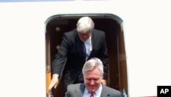 Ray Mabus, secretário americano da Marinha, chega a Luanda