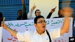 数十名叙利亚人和苏丹人11月2日在叙利亚驻苏丹大使馆前抗议叙利亚不断发生的暴力事件