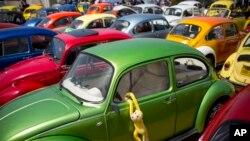 Archivo - Wolkswagen le dice adios al legendario Escarabajo