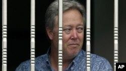 미국 의약용품 제조업체 베이징 공장 중국 노동자들과의 갈등으로 억류된 미국인 칩 스탄스 사장. 스탄스는 억류 5일만에 퇴직금 지급 등에 합의한 후 풀려났다.