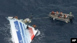 Brazil's Navy sailors recover debris from the missing Air France Flight 447 in the Atlantic Ocean, 08 Jun 2009