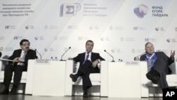 Владимир Мау, Дмитрий Медведев и Роберт Манделл