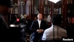 中国富豪商人郭文贵在纽约接受采访(2017年4月30日)。