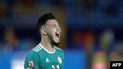 Ramy Bensebaini célèbre son penalty réussi contre la Cote d'Ivoire, Egypte, le 11 juillet 2019