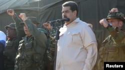 Nicolàs Maduro ki t ap asiste yon egzèsis militè nan vil Charallave, o Venezuela, dimanch 10 fevriye 2019. (Foto: Miraflores Palace/Handout via Reuters).