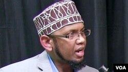 Abdirahman Sharif, imam masjid Dar-Al-Hijra di kota Minneapolis dalam wawancara dengan VOA hari Senin (13/6).