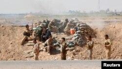 30일 이라크 북부 키르키구 시에서 쿠르드족 병사들이 ISIL에 대항해 전투를 벌이고 있다.
