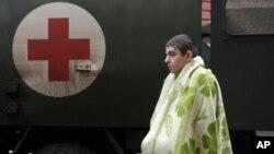 Раненый украинский солдат прибыл в госпиталь