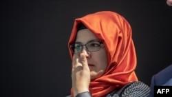 Hatice Cengiz, la fiancée de Jamal Khashoggi, assiste à un événement marquant le premier anniversaire de son assassinat, à Istanbul, Turquie, le 2 octobre 2019.