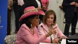 Depite Frederica Wilson (agoch) ak Prezidant Cham Depite a, Nancy Pelosi, Miami, Florid, 3 Okt. 2019. (Foto: @RepWilson Twitter).