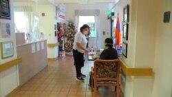 加州疗养机构获新冠疫苗圣诞大礼 居民反应两样情